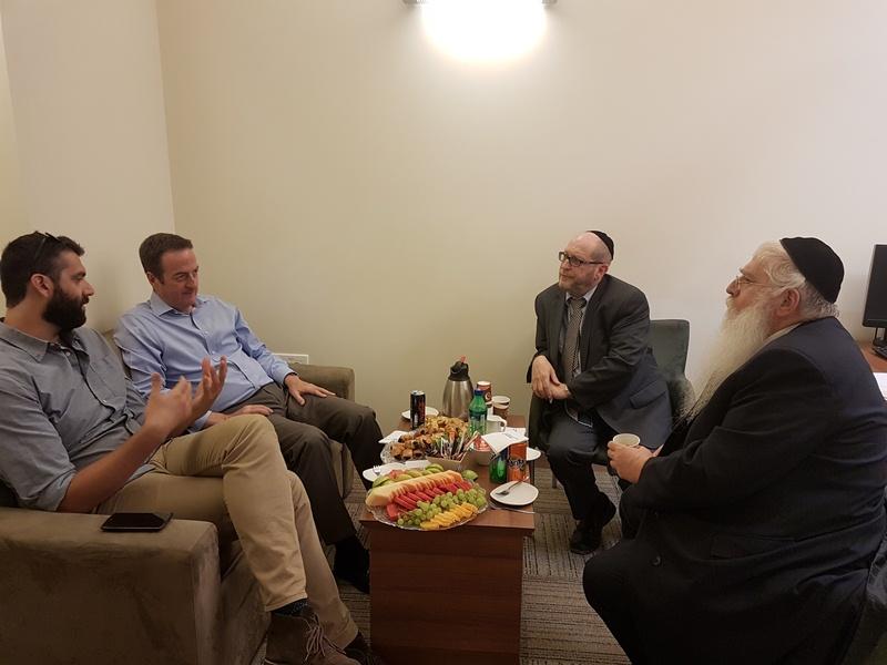 פגישה בין סגן השר פרוש לשגריר בריטניה בישראל
