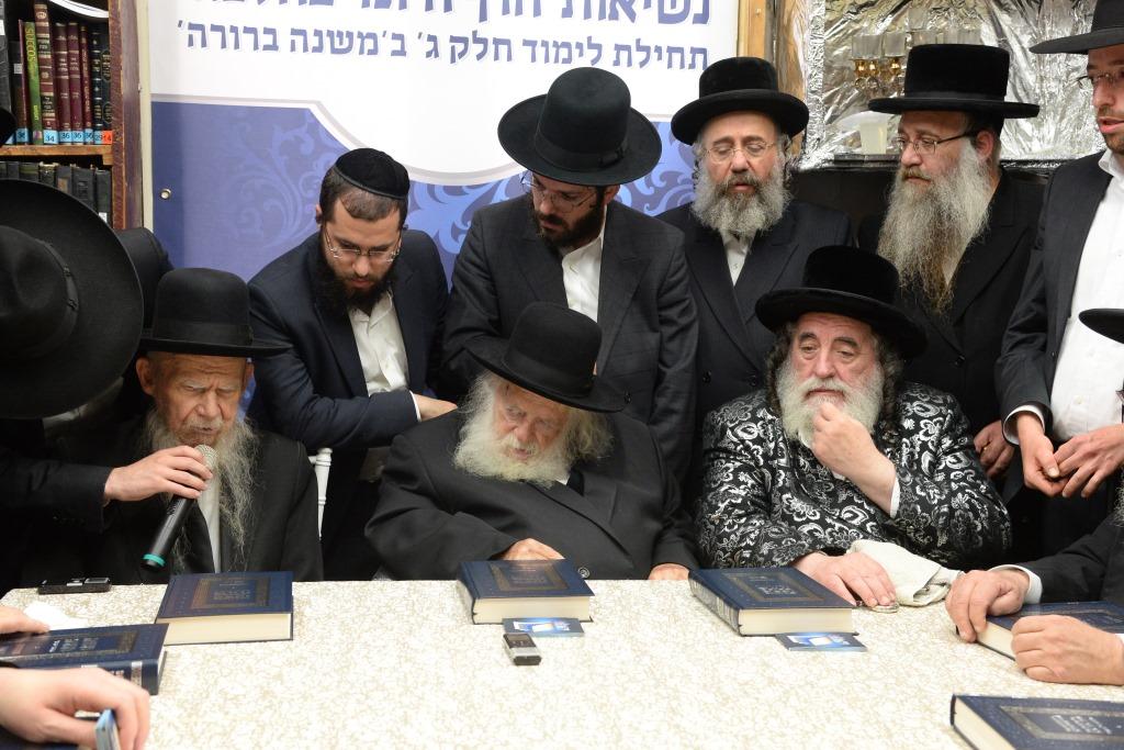 """לימוד ההלכה: גדולי ישראל התכנסו בבית הגר""""ח קנייבסקי"""