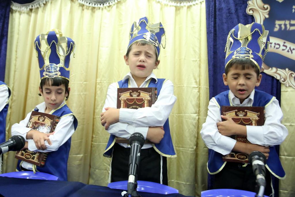 רמת שלמה: בני האברכים חגגו לראשונה מסיבת חומש •  צפו