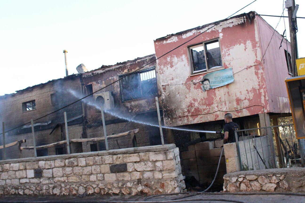 בית אמו של בעל הבריכה שנשרף כליל. צילום: אלימלך גרסטל
