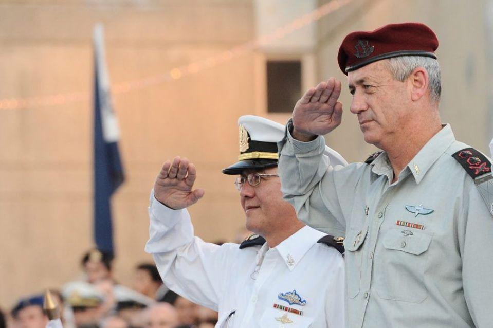 """הרמטכ""""ל לשעבר גנץ יעיד היום בפרשת הצוללות"""