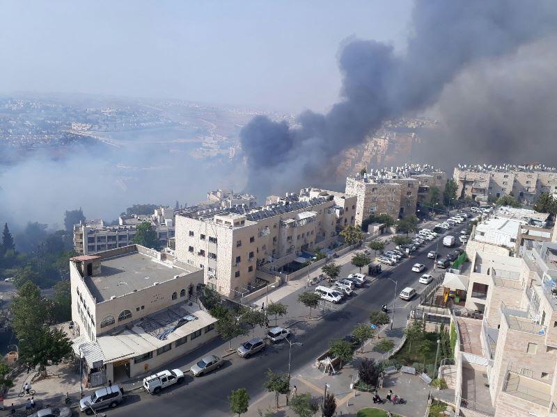 אלפי חרדים פונו בשל שריפת ענק בירושלים