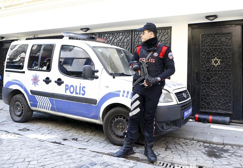 בגלל המגנומטר: אבנים על בית כנסת בטורקיה