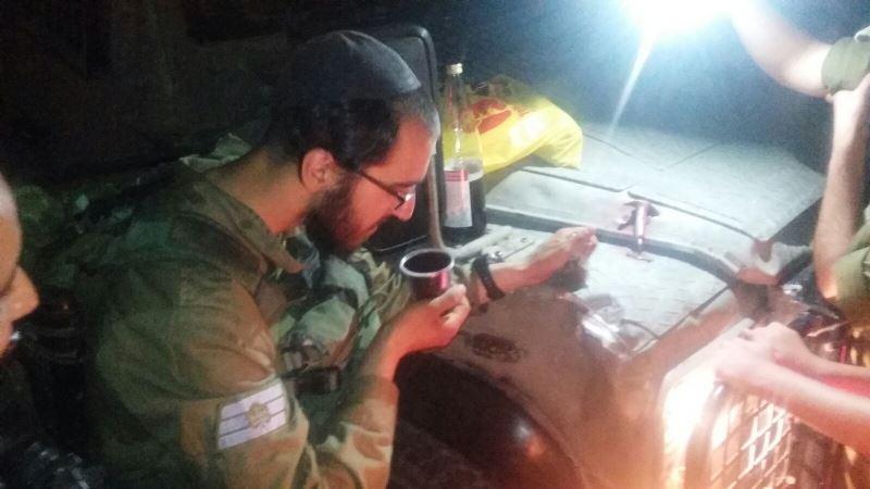 צפו: החיילים עצרו את הבידוק לטובת הבדלה