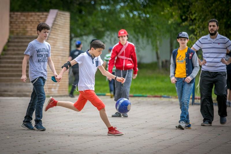 כך חוגגים ילדי מוסקבה בקעמפים • צפו