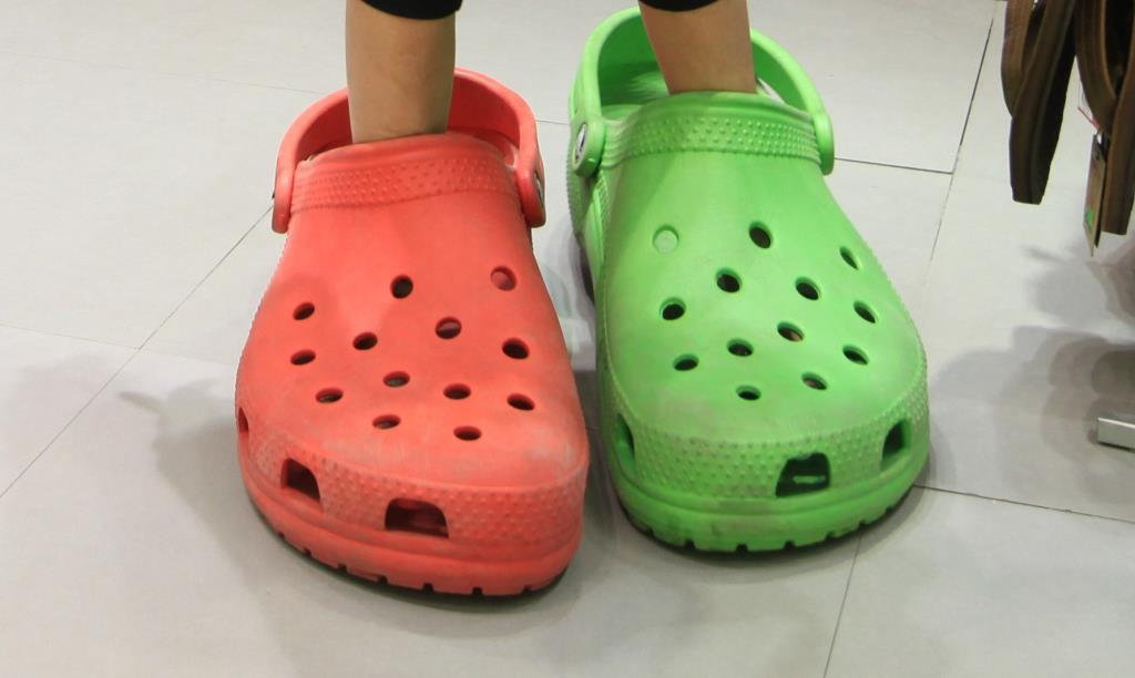 נעלי ספורט קרוקס ומותגים, מותר בט