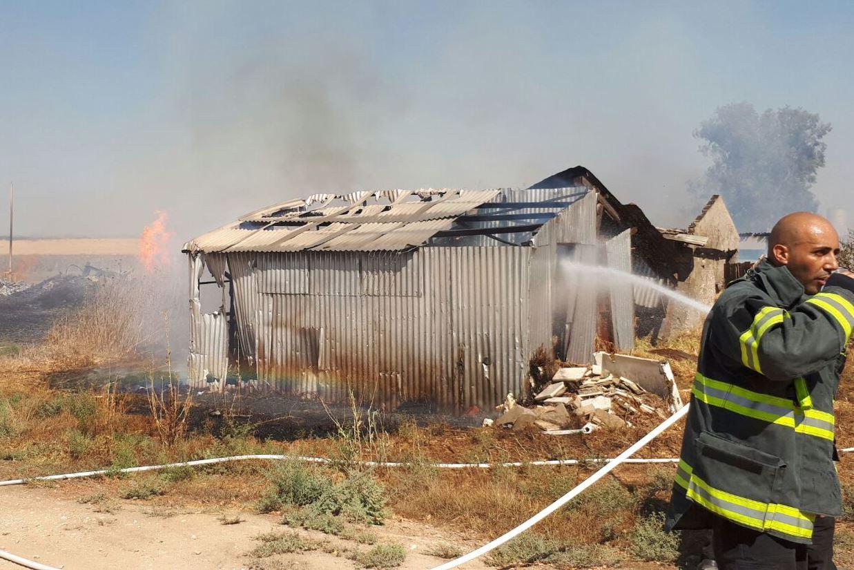 צפו: מחסן מצות קוממיות נשרף; תושבים פונו