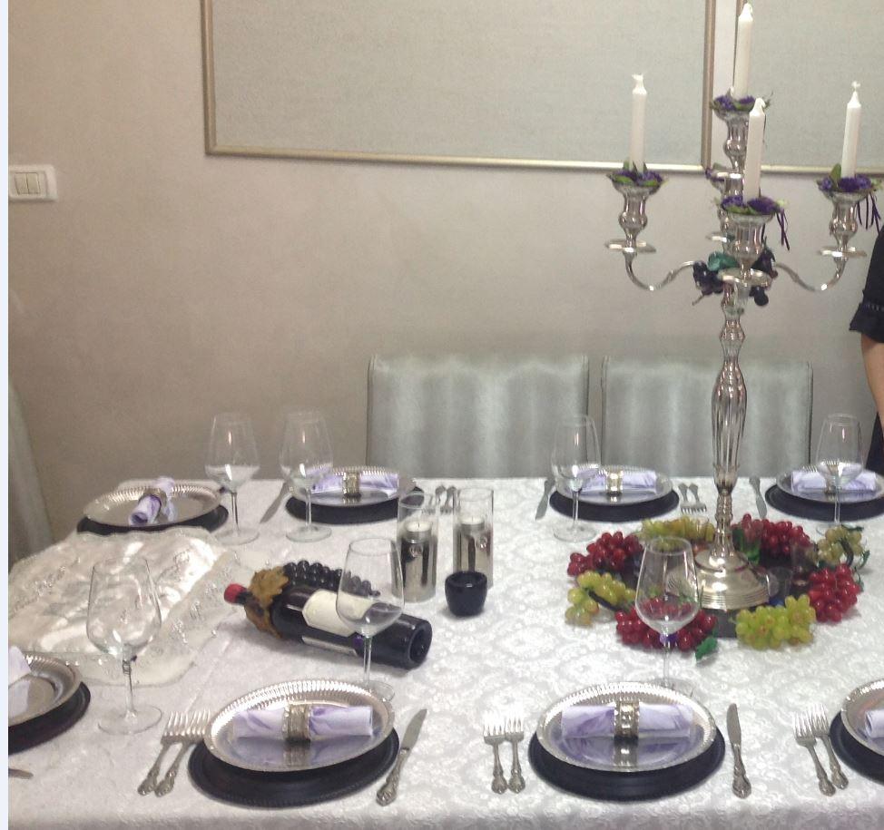 צפו: שולחן השבת החמים של אפרת פטרזייל