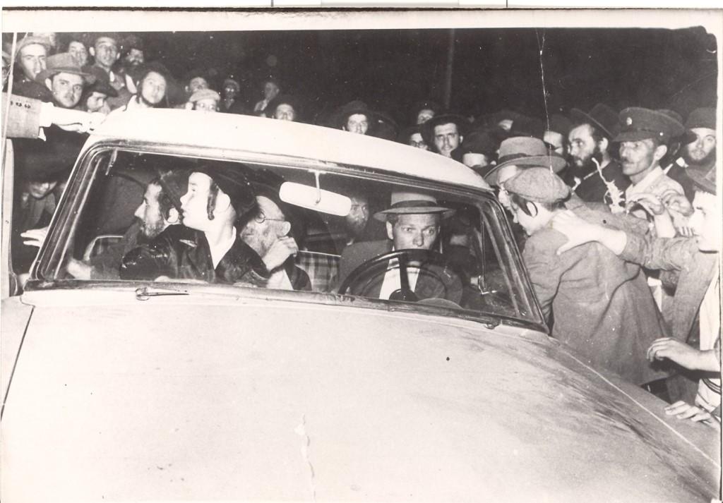הרבי מבעלזא בתור ילד במכונית דודו הרבי זיע