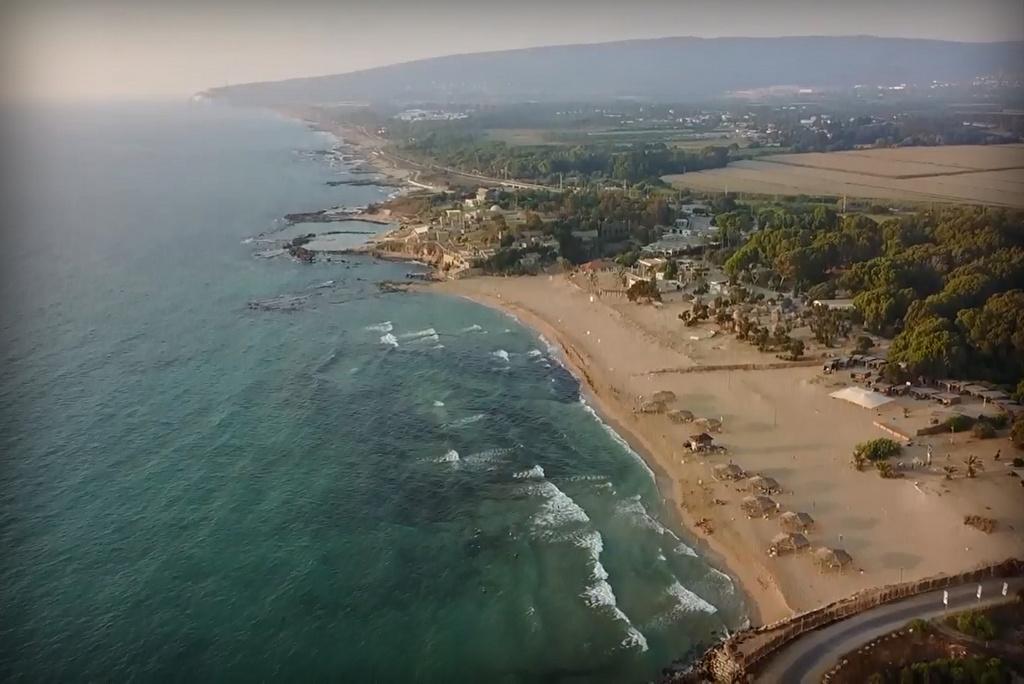 חוף אכזיב ממעוף הציפור • וידאו מרהיב