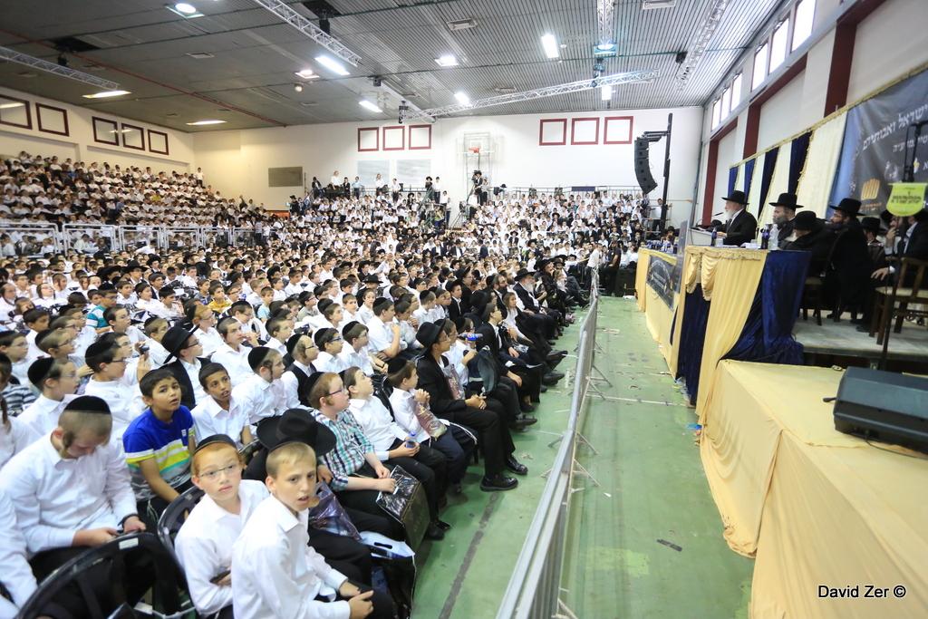 אלפי ילדים סיימו חלה לזכרה של הרבנית • צפו