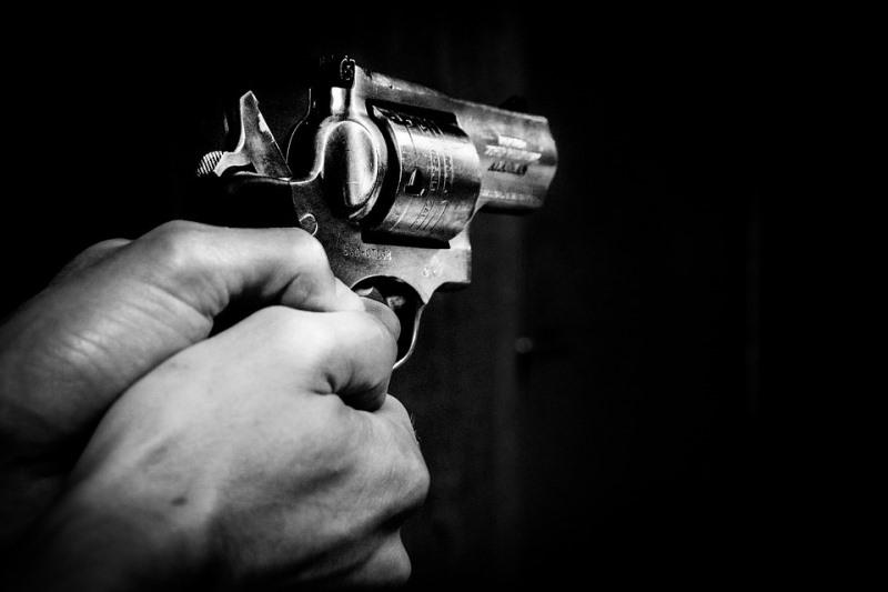 תיעוד מטורף: אם ובתה יורות בשודד אלים