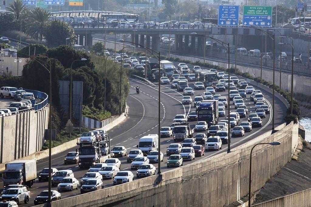 אשר זועם: הממשלה מנציחה את העומס בכבישים