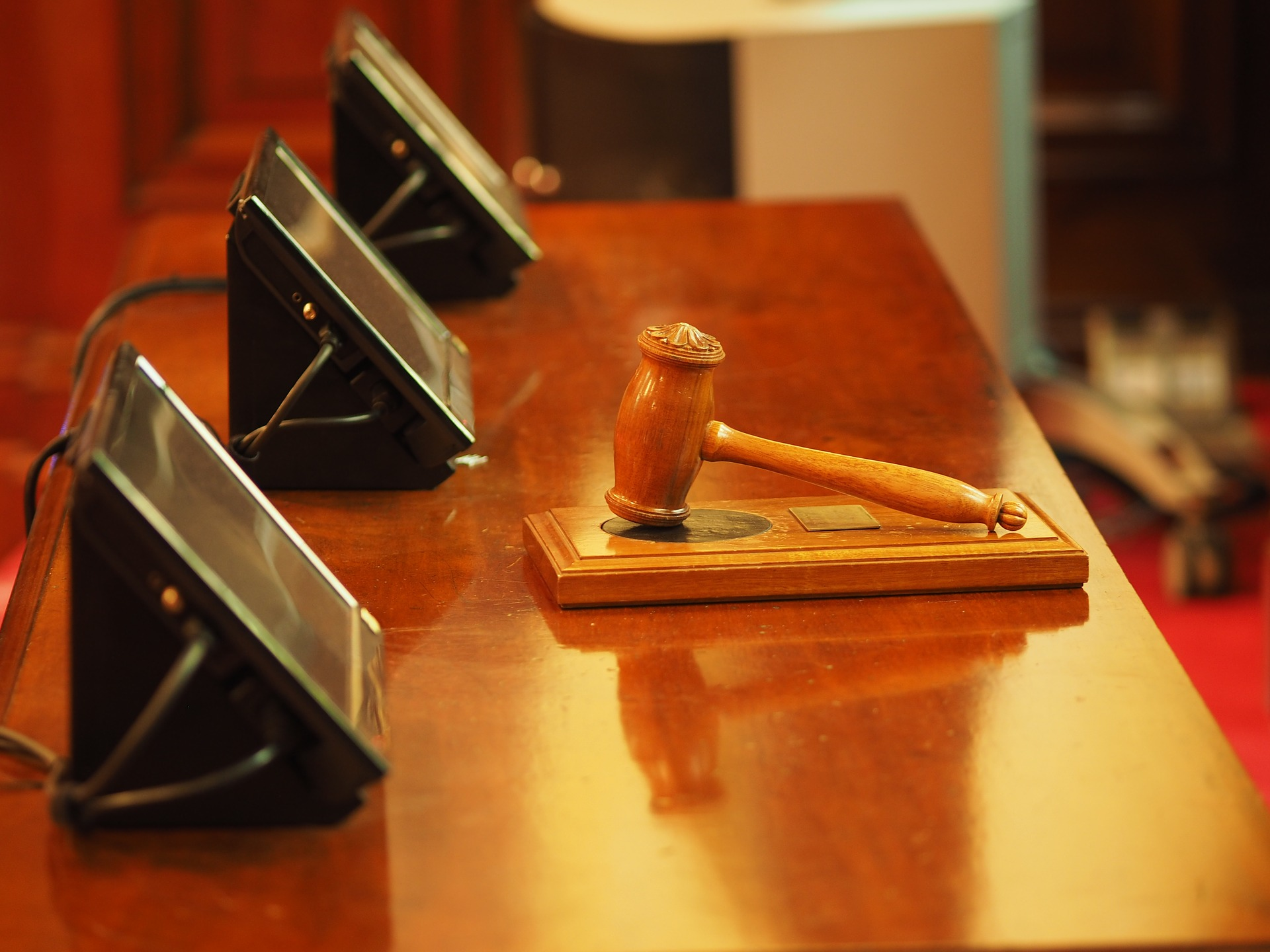 """תביעה משפטית יכולה להגיע לכל אחד: כך תזכו לעו""""ד צמוד"""