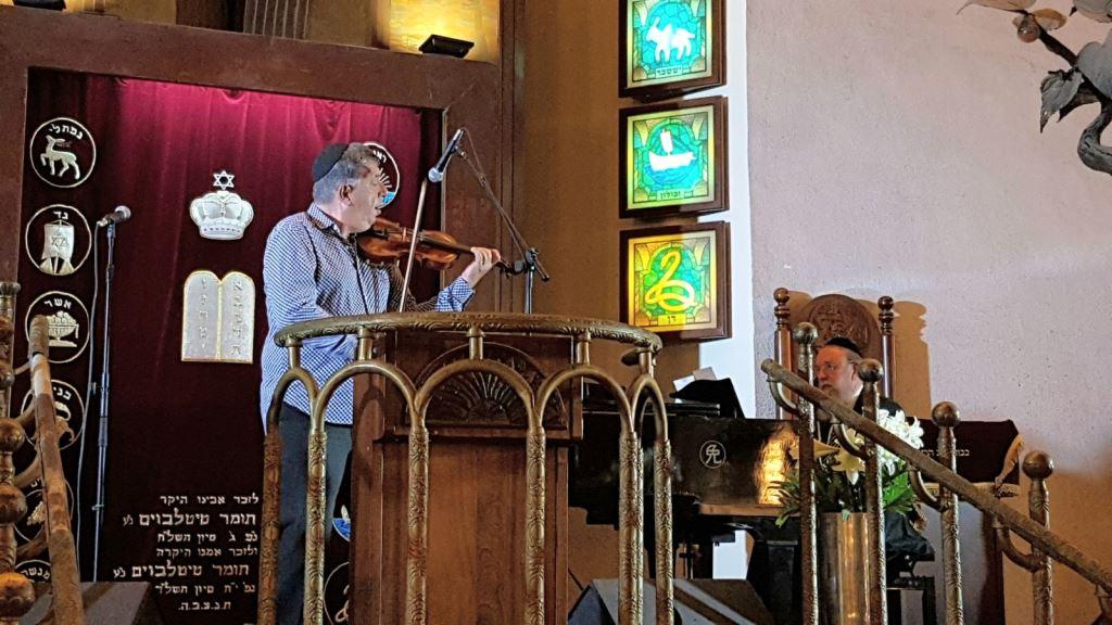 צפו: בית הכנסת הגדול שנחלץ מהמשבר - פתח את ימי הסליחות עם טובי החזנים