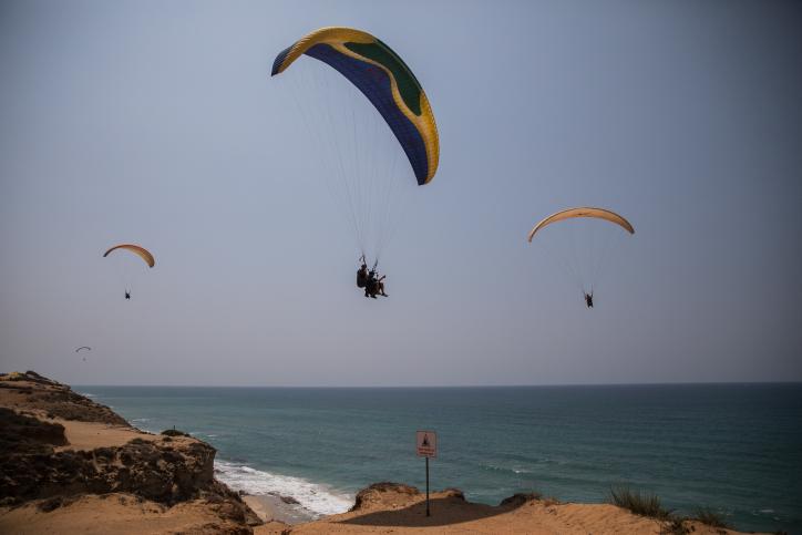 מצנחי הרחיפה דאו לאורך חוף ארסוף • גלריה