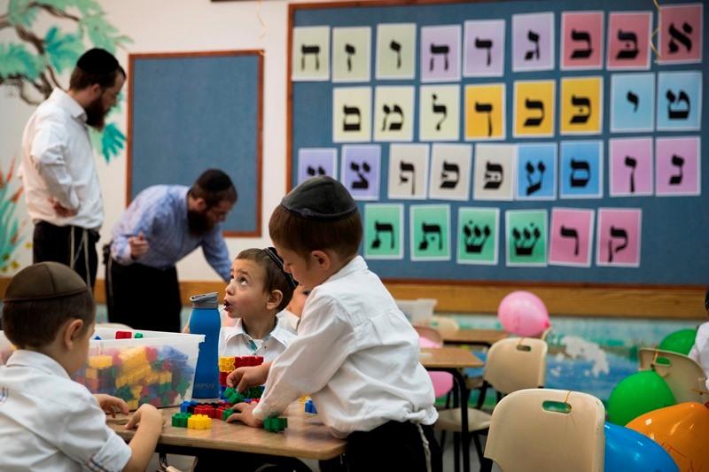 מסע ציד ופיתויים למורים במערכת החינוך החרדית