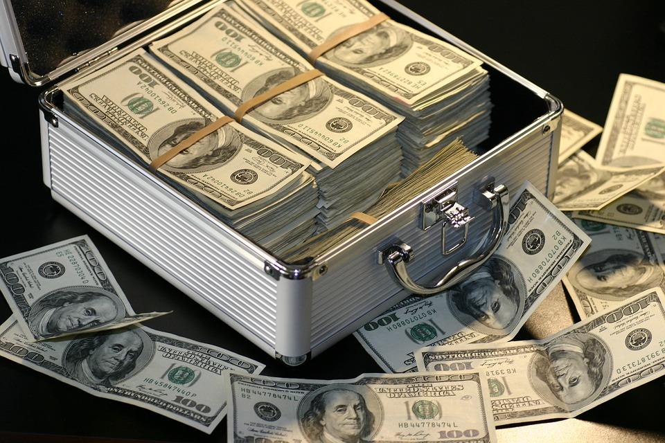 """יש לך כסף בחו""""ל? שים לב לדיווחי המס / יצחק יעקב וולפא"""