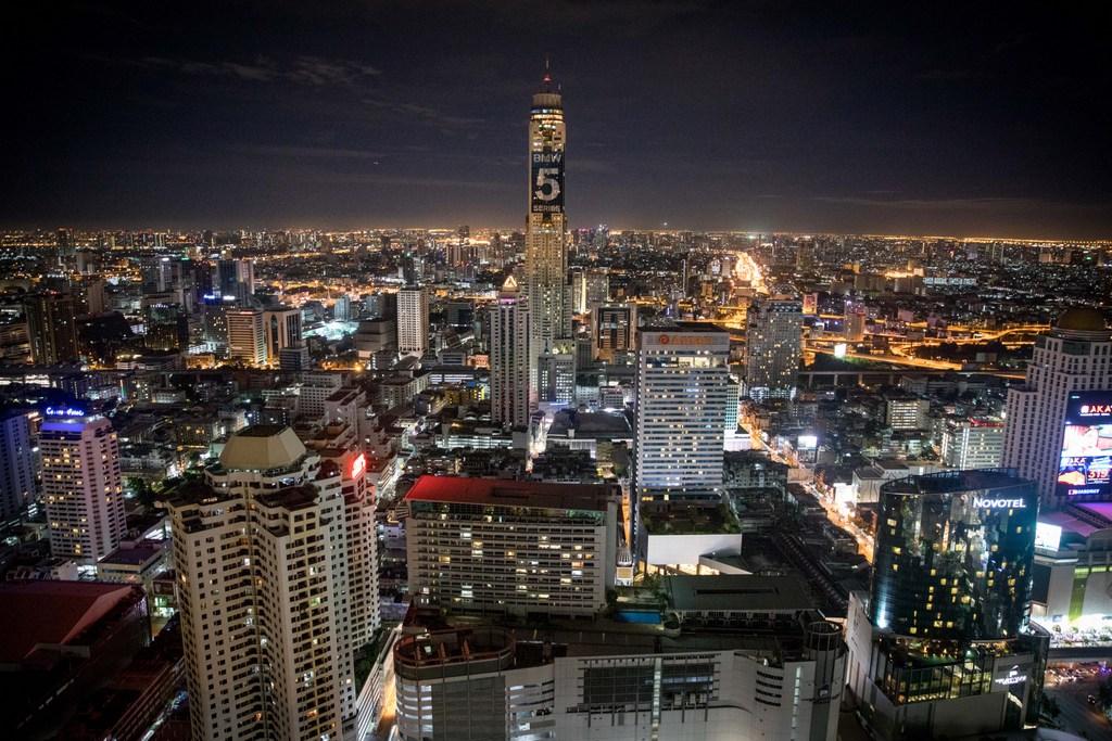 המסע לתאילנד: בנגקוק זוהרת בלילה • גלריה