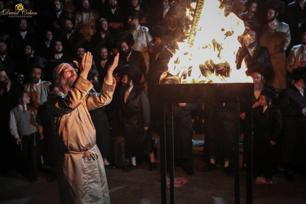 אש קודש: החבורה של רבי מיילך שבתה במירון • צפו
