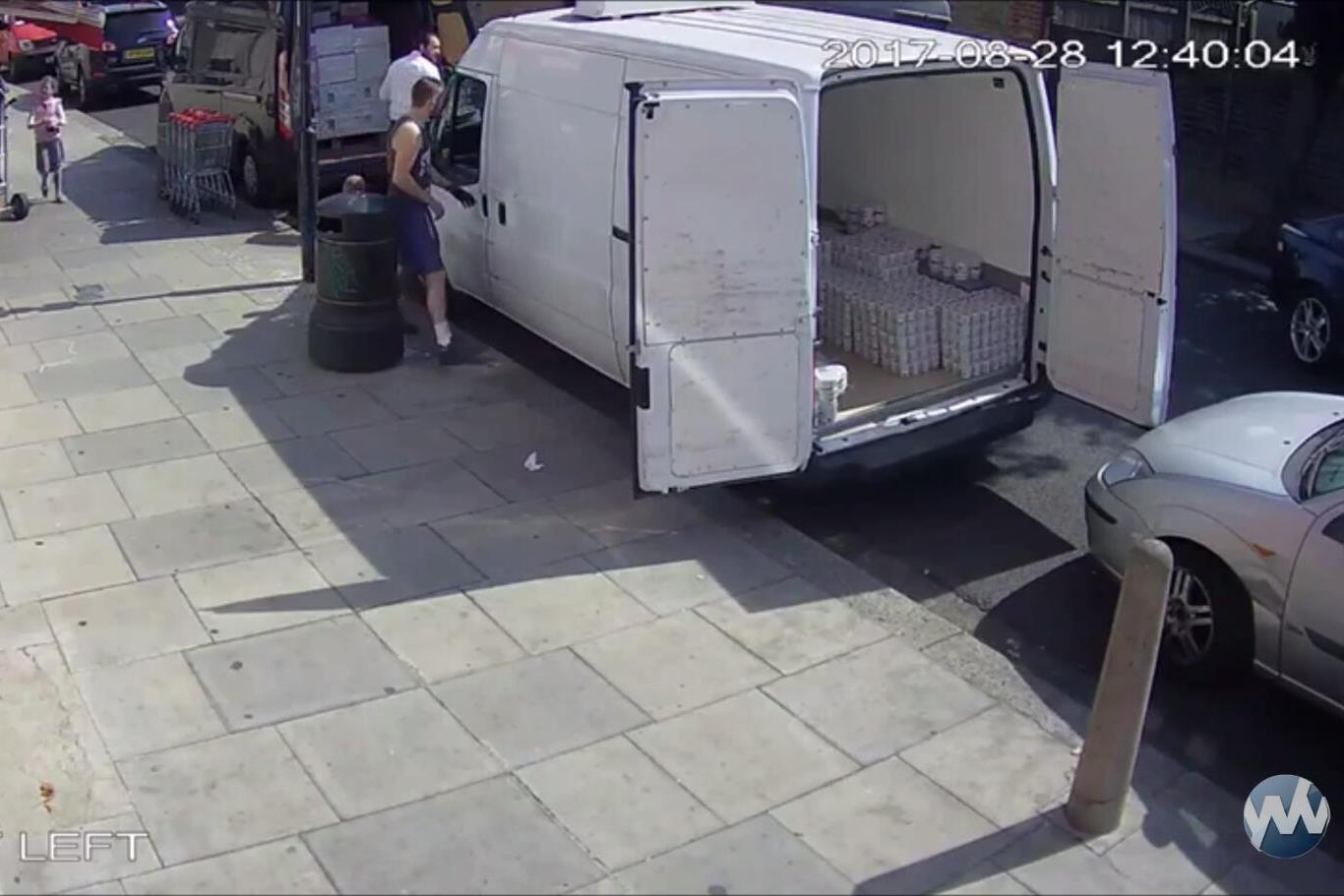 צפו: משאית החרדי נגנבה והביצים התפזרו