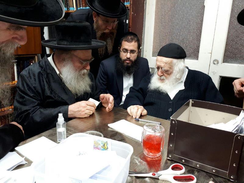 """תיעוד: הרבנים והאדמו""""רים התברכו מפי הגר""""ח קניבסקי"""