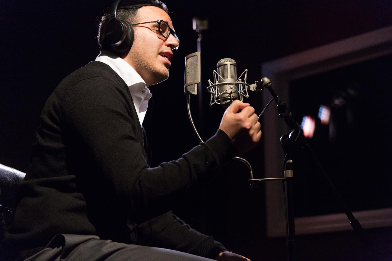 מהאלבום החדש של מונה: יעקב שוואקי מרגש