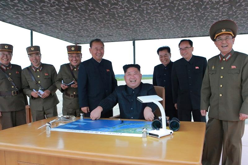 צפון קוריאה ממשיכה להתגרות: שיגרה טיל בליסטי מעל יפן