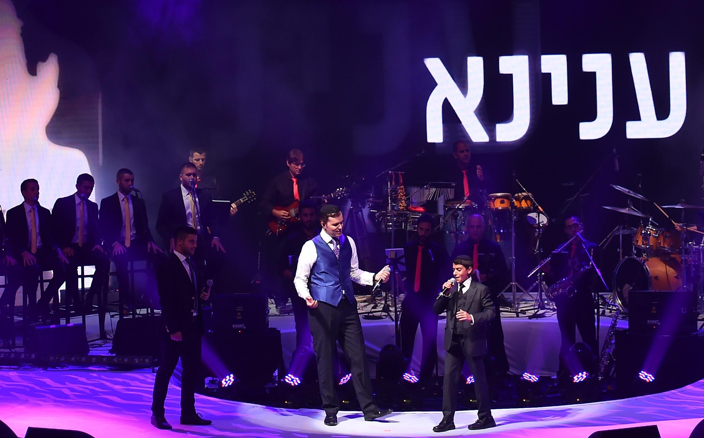 גדולי הזמר היהודי במחרוזת שירי רכניץ • צפו