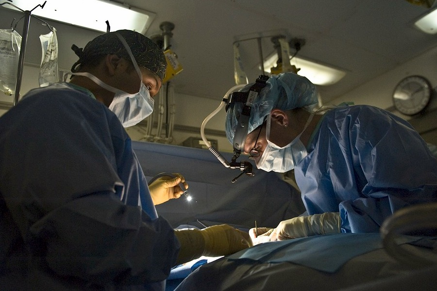 אסתי נכנסת לניתוח ומתחננת: