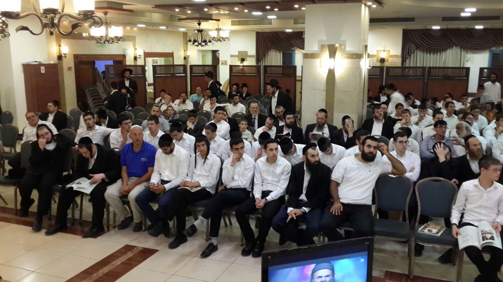 צפו: מהומות בכינוס של הרב אמנון יצחק
