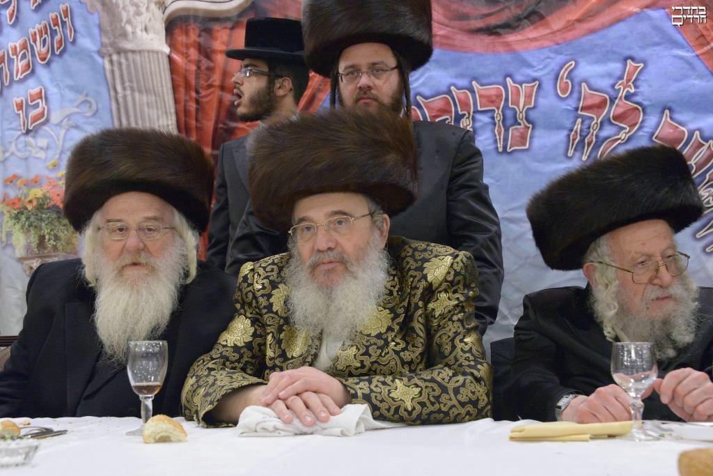 צפו: הרבי מזוטשקא חיתן את נכדו בירושלים