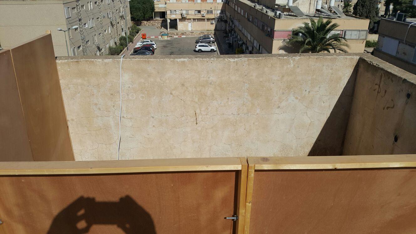 התנכלות? עיריית ערד נגד סוכות על הגגות
