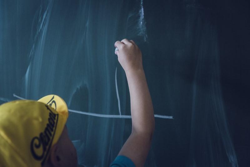 """בביה""""ס בירושלים: צלבי קרס על הלוח בכיתה א"""