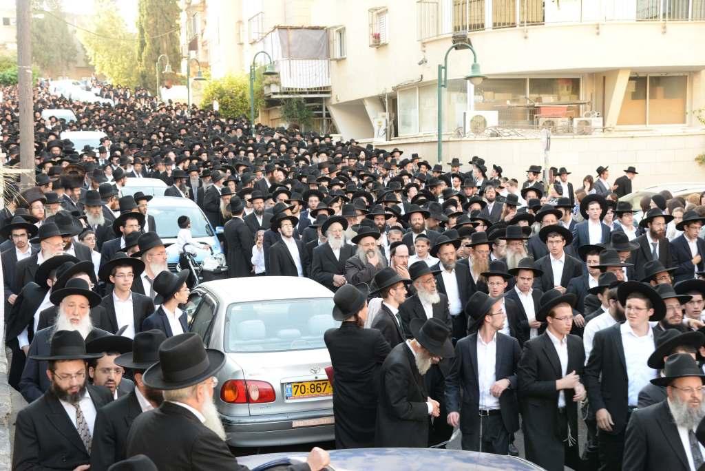 שעה לכניסת שבת: מאות ליוו את הרבנית הישישה •  תיעוד