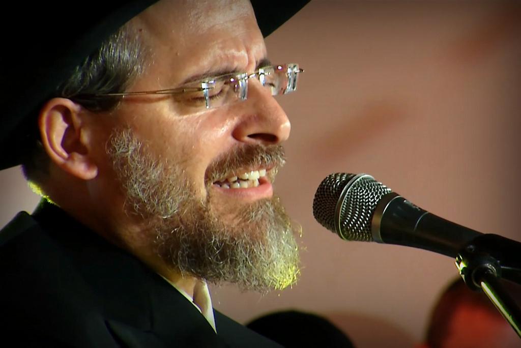 הרב פלאי מרגש בלחן מקורי: