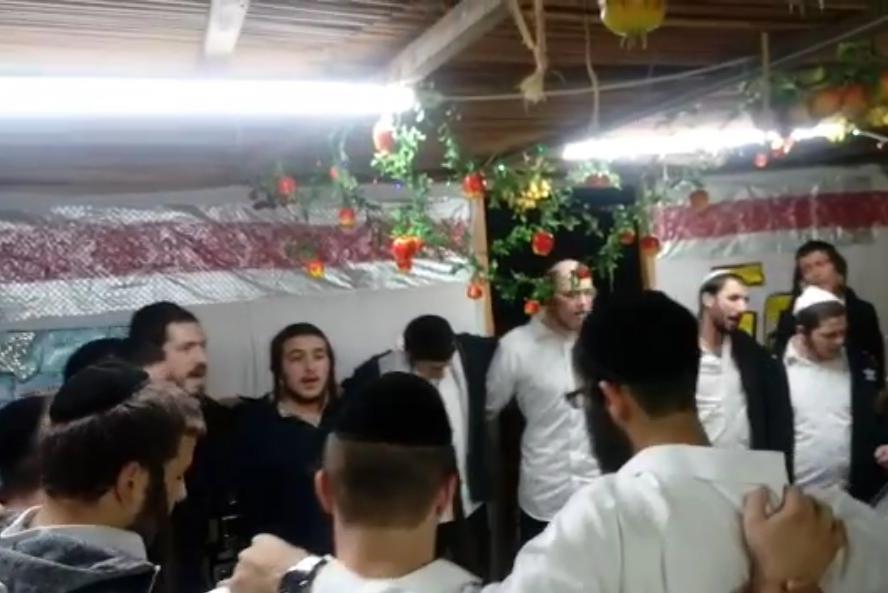 מרגש: הבחורים ערכו שמחת בית השואבה לחבר ששב לחיים • צפו