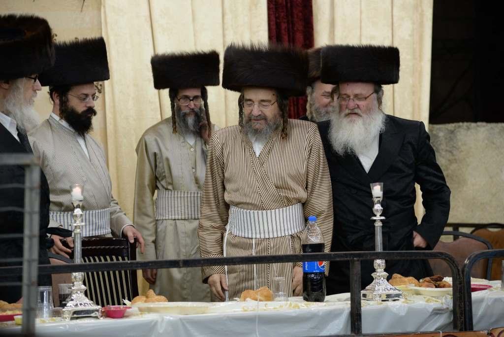צפו: אלפים חגגו עם רבי יעקב מאיר שכטר במאה שערים