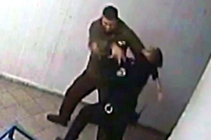 תקף סוהר במברג וקיבל שנתיים נוספות בכלא • צפו בתיעוד התקיפה