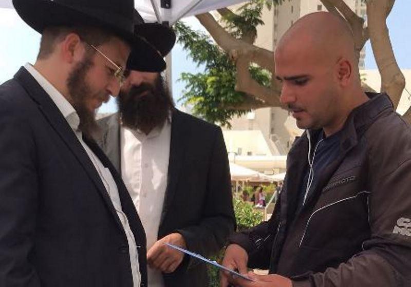 הפעם בתל אביב: התבקש לקפל דוכן תפילין