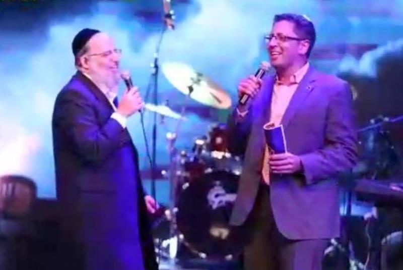 הזמר החסידי וראש העיר שרו בדואט • צפו