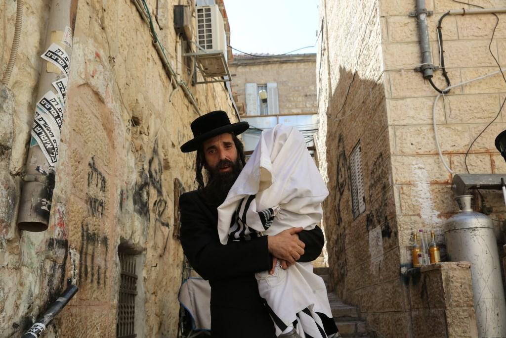 חגיגה במאה שערים: יואליש הכניס את הילד ה-16 לחיידר