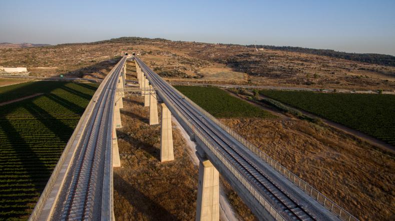 צפו בתיעוד: כך בוצעו השבת עבודות רכבת ישראל במרכז תל אביב