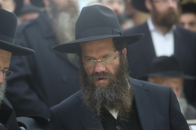 """צפו: בלוויה בכפר חב""""ד הוכתר ´ממשיך´"""