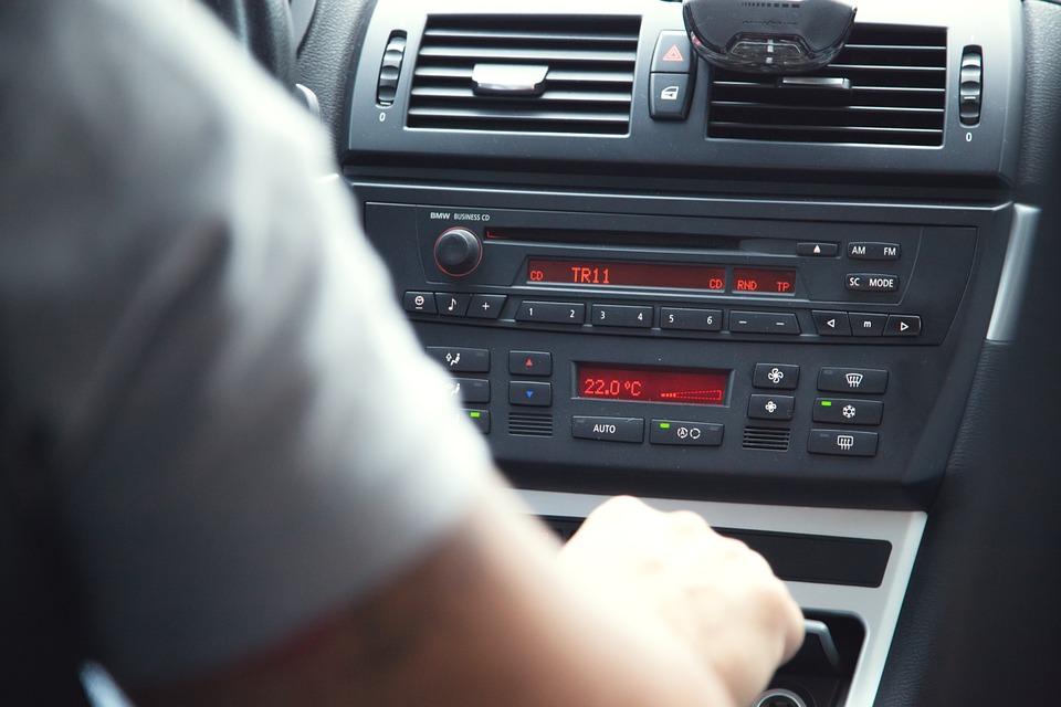"""פרץ לרכב בבני ברק וטען """"רציתי להאזין לרדיו"""""""