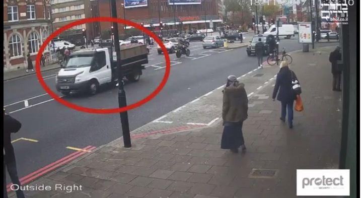 צפו בתיעוד מלונדון: המשאית מזנקת ונמלטת