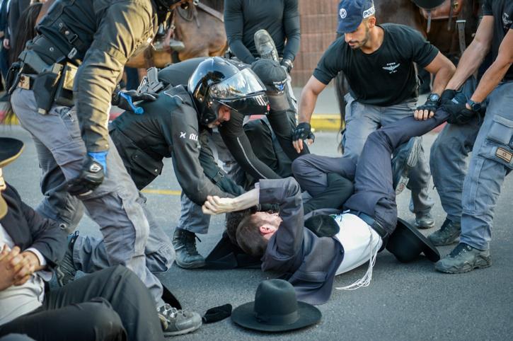 """גלגל העצורים: עוד 5 מפגינים הועברו לצה""""ל"""
