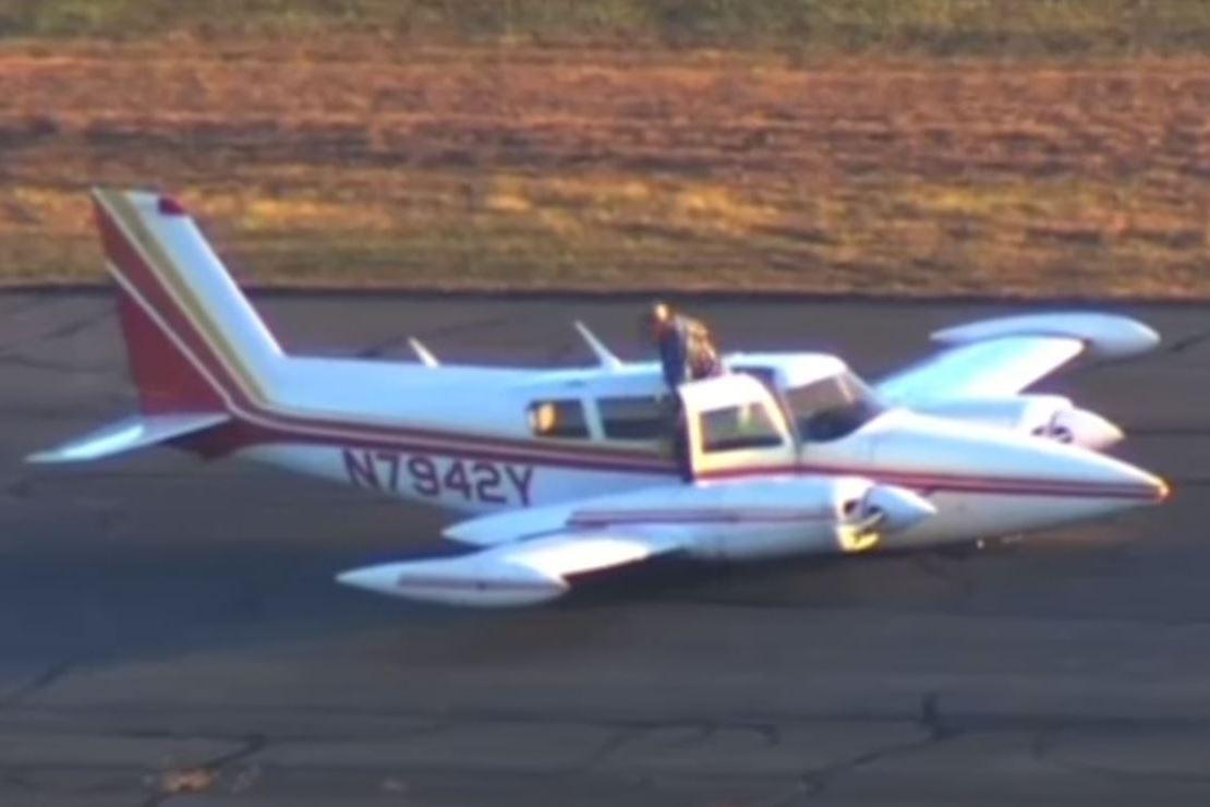 כוחות החירום נדהמו: המטוס נחת על גחונו