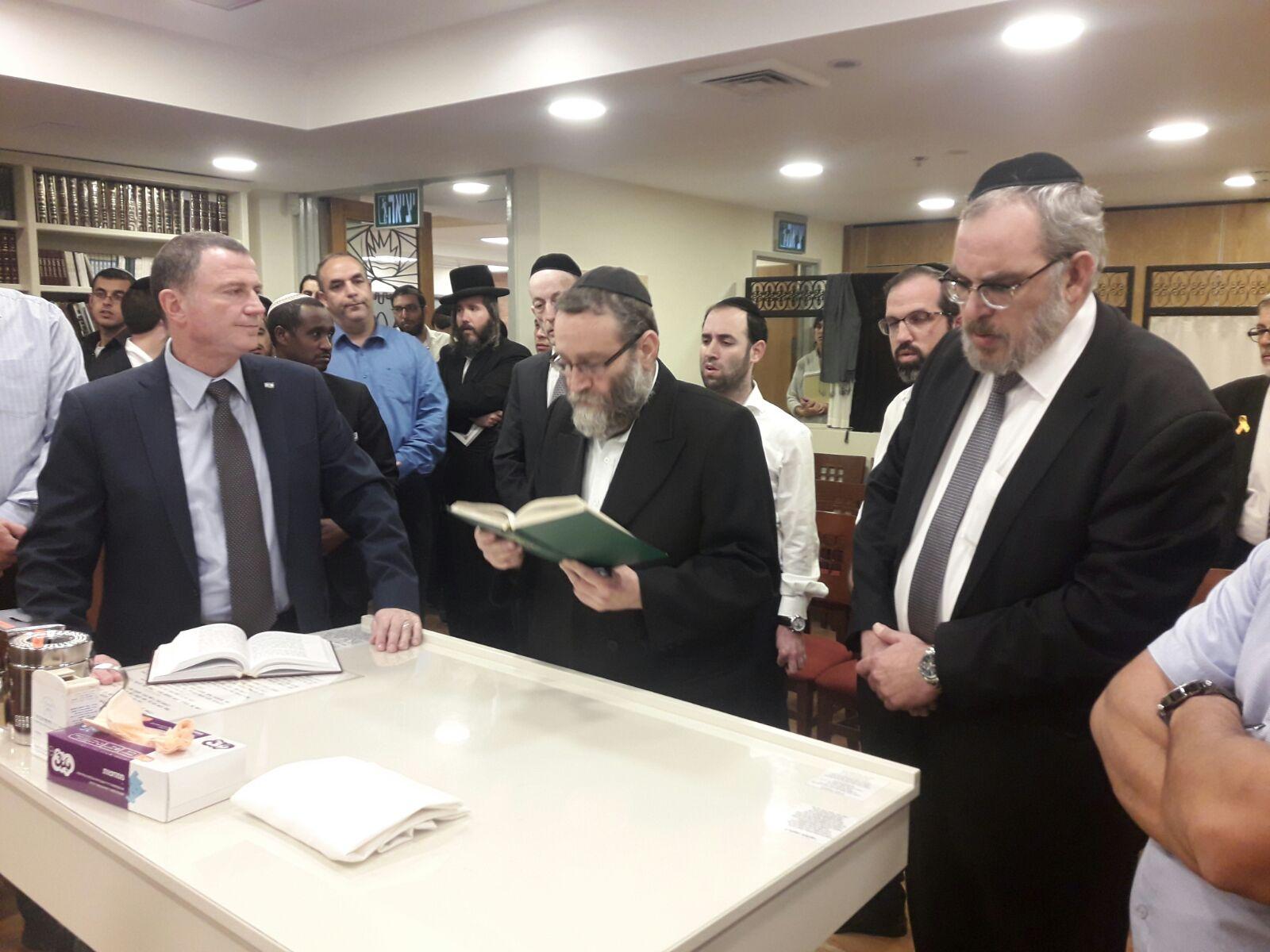 בבית הכנסת במשכן הכנסת: הח