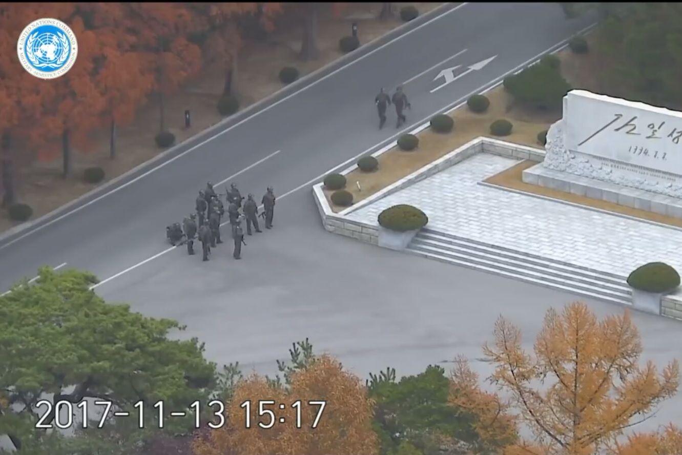 תיעוד דרמטי: החייל נורה עשרות פעמים וממשיך לברוח